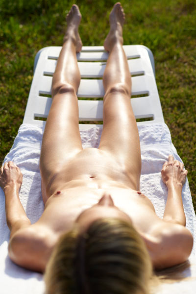 A wonderful day to sunbathe this seductive and slim naked body