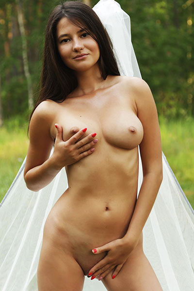 All natural all naked brunette angel is waiting you outdoors in nature