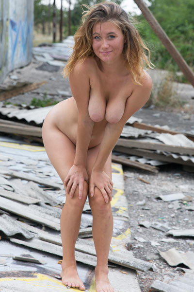 All natural all naked Anel posing in abandoned building for you