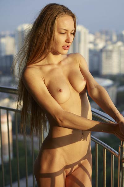 Outstanding slim babe Jolie presents her slim figure while posing outdoors