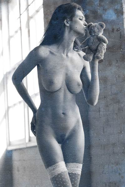 Karmen has a perfect body which she shows off for an artistic photo shoot