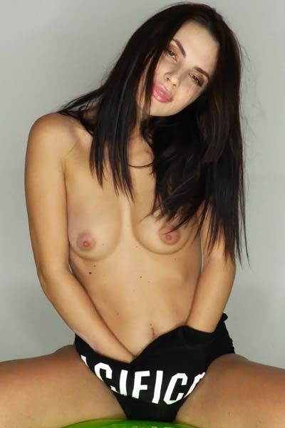 Seductive brunette fingers her juicy snatch on the air mattress