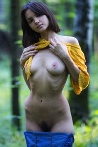 Lonely chick pulls up her yellow shirt reveling her natural tasty boobs