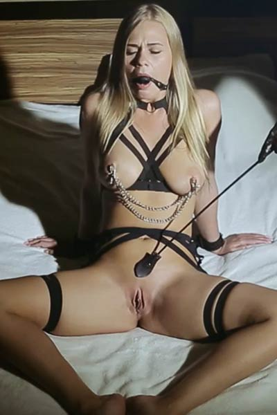 Kinky blonde with big natural boobs and sweet tight pussy Sarika A masturbates on the bed