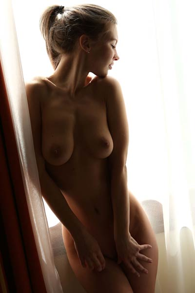 Get in the bedroom where all natural babe with amazing curves is waiting you all naked