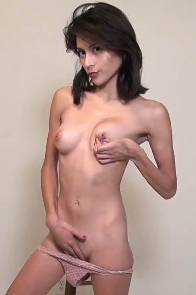 Adorable and petite Amelia Pearl drops down her clothes and sticks her fingers into her juicy vag