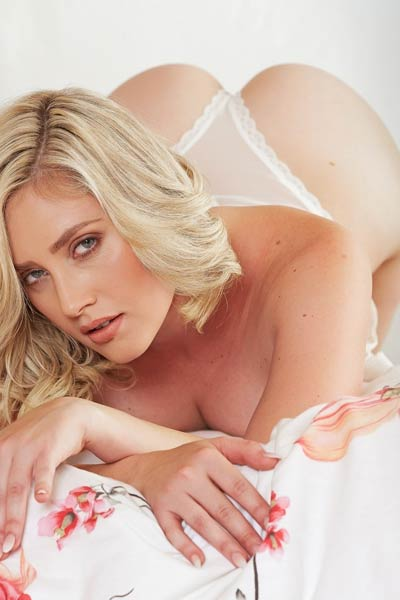 Gorgeous blonde Manda Key presents you her perfectly shaped body
