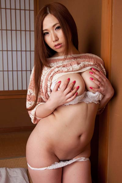 Tempting vixen Ai Sayama shows her attractive young body in Beach Lovers