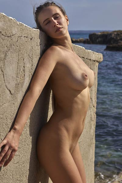 All natural stunning brunette Alisa has a nice body and she shows it posing on rock beach