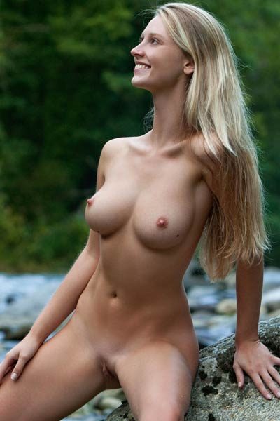Astonishing blonde Carisha has a body of a goddess and she presents us that with seductive posing