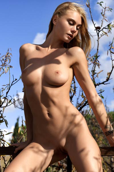 Perfectly shaped Nancy poses naked outdoor and dazzles us with her hotness