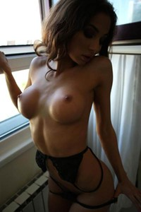 KittyQ can easily makes you want only her when she strips off