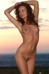 Take a nice look at pretty and naughty brunette model Lili F