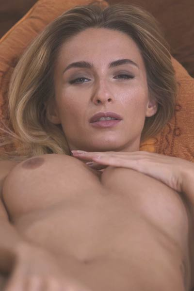 Cara Mell astonishing doll show off her pro masturbation skills