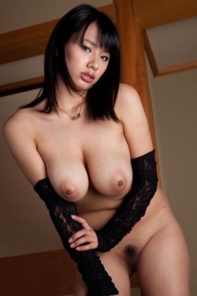 Bloomed Allgravure Model Hana Haruna dazzles us with her sexy body in Street Service