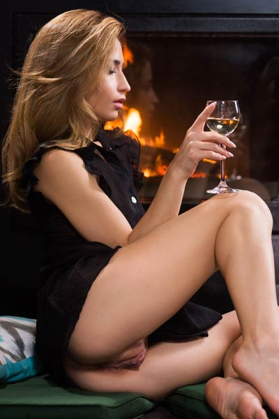 After a glass of vine this babe got horny and naked by the fireplace
