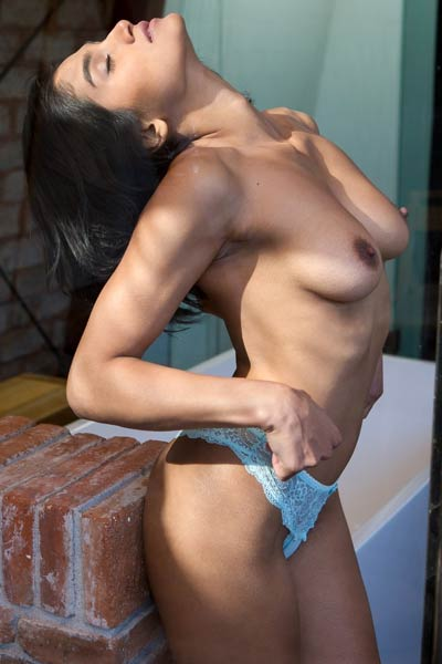 All natural buttie strips off her sexy blue lingerie revealing her amazing attributes