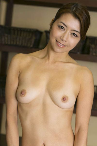 Adventurous and daring babe Girl Maki Hojo delightfully poses in Always True