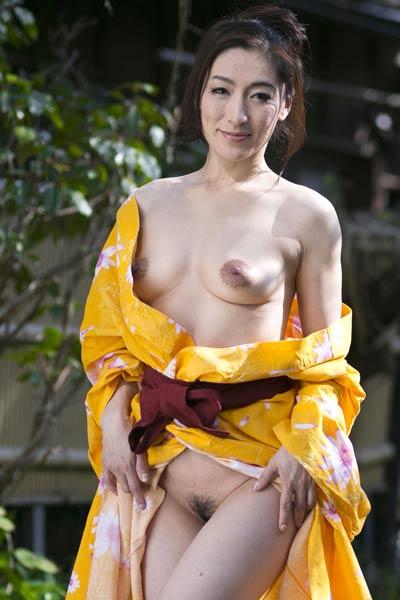 Smoking vixen Marina Matsumoto exposed in Splash Of Life
