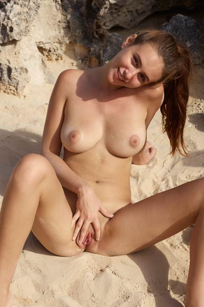 Super hot young Alisa gets naked and poses sensually by seaside