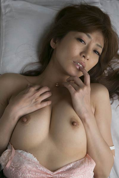 Beautiful All Gravure Model Ryo Hitomi shows her attractive young body in Never Left