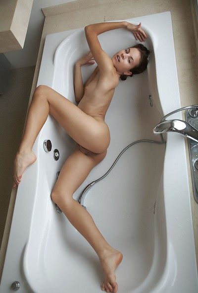 Antea in Koupel from Errotica Archives