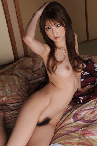 Fantastic All Gravure Girl Kaede Matsushima posing in Come To Bed