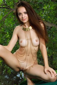 Brunette goddess Rosita gives us striptease performance in the middle of the woods