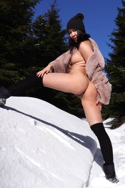Gorgeous Lady Dee playfully poses naked on the snow showing all she has