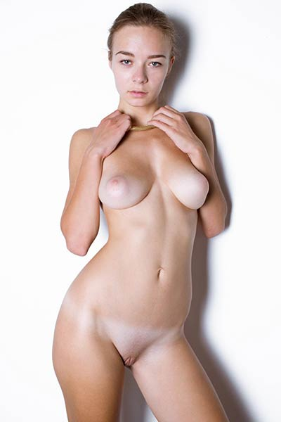 All natural lady Madeline Y looks so good while she is posing undressed