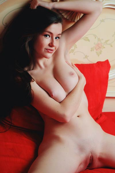 Nicely curved chick Emily Bloom teasing all naked with many different poses on her big bed
