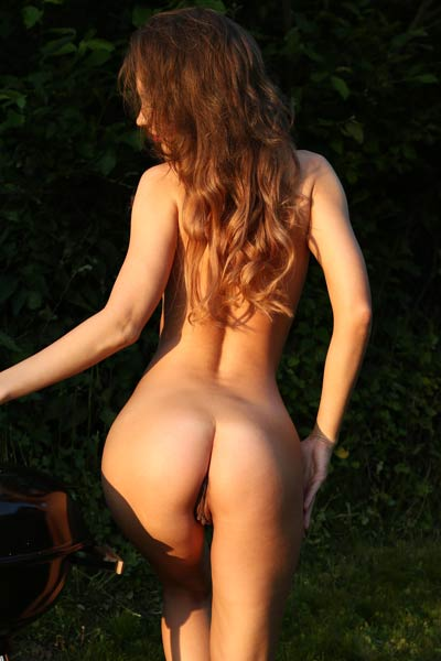 Are you ready for nice pickink outdoors in nature with fantastic hottie Galina A