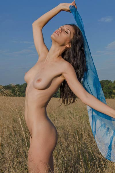 Tall brunette with nice titties and trimmed pussy having fun outdoors in nature