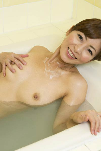 Romantic and effortlessly beautiful vixen Ryo Hitomi delightfully poses in Just Suds And Us