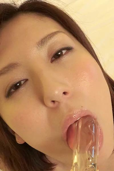Blossoming young vixen Mayumi Otsuka shows of her stunning body great ass and nice pussy