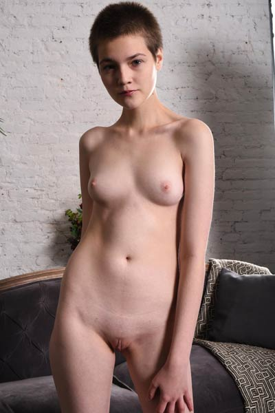 Short Haired sweetie Jerricka presents her naked body on the sofa