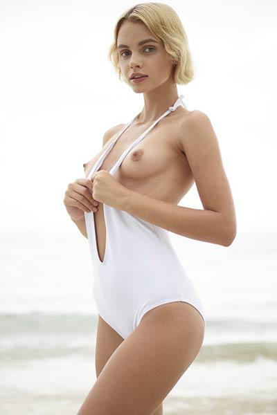 Super sexy young lady Ariel shows us real beauty of female body