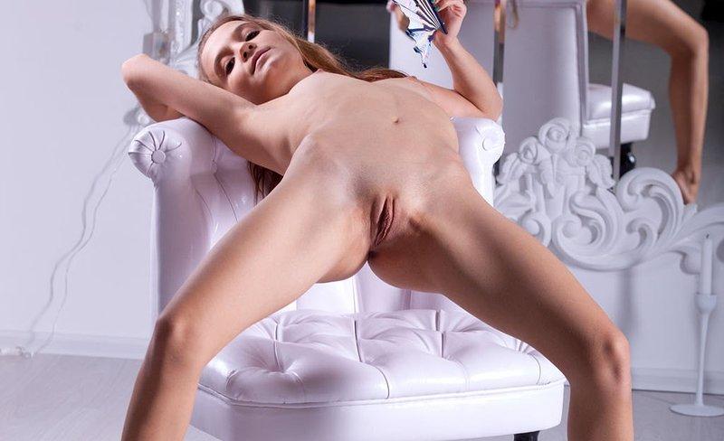 Nude Amour Angel Spreading Labia