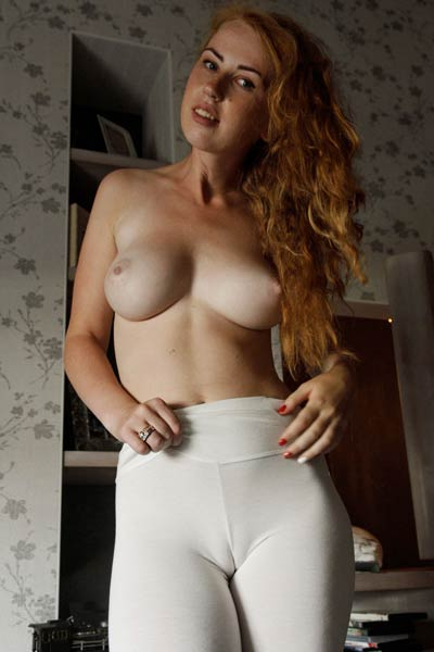 Curvy redhead babe exposes her puffy tits and meaty ass in public
