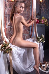 Alisabelle is one super sexy young chick and she knows how to seduce you
