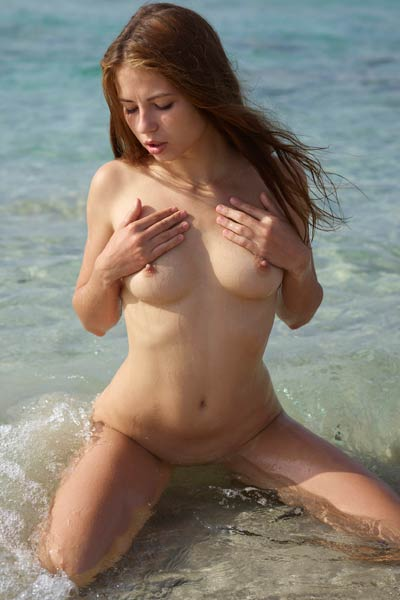 Burning hot brunette Jenna exposes her delectable body on the beach