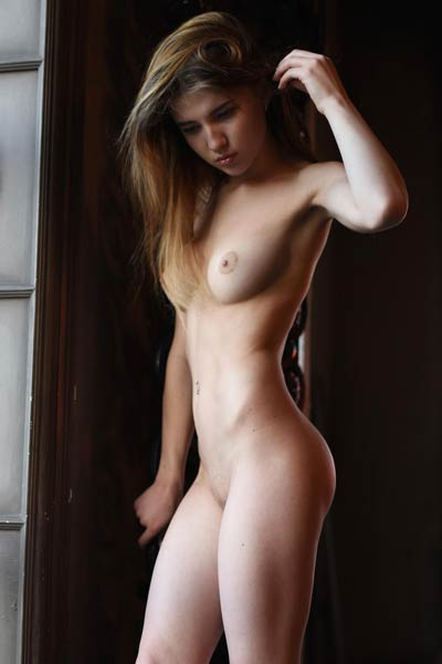 Caramel lets you come to her big house and enjoy the view on her hot natural body