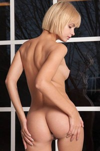 Ariel is one super hot short haired young babe and her performance will leave you speechless