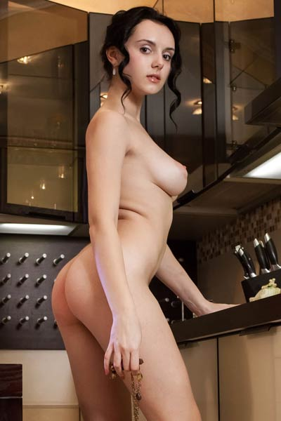 Are you ready for a cup of coffee in nude with this gorgeous hottie