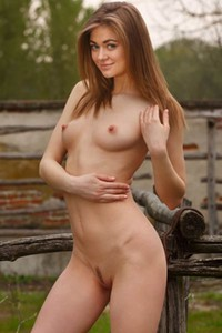 Perfectly shaped babe Patritcy A poses naked outdoor baring her sweet pussy and ass
