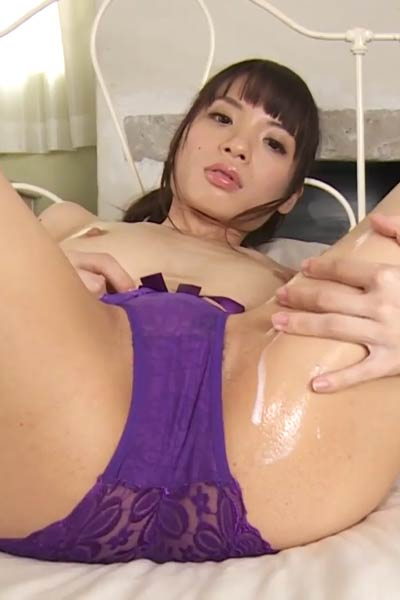 Alluring charmer Yatsubashi Saiko shows off her gorgeous body in Beautiful Hadaka Scene 3