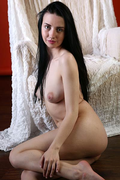 Veronica Snezna is one super sexy black haired chick with posing skills of goddess