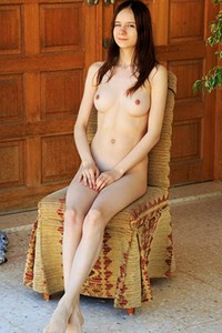 Amazing young chick shows some serious posing skills to show