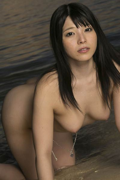 Smoking beauty and sexy Ai Uehara enchanting in Sunset