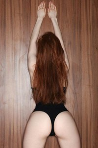 Ginger babe spreads her legs to show us her trimmed orange pussy